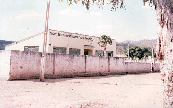 Grupo Escolar Presidente Castelo Branco : São Desidério, BA - [19--]