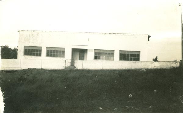 Prédio Escolar Municipal Luiz Viana Filho : Sátiro Dias, BA - [19--]