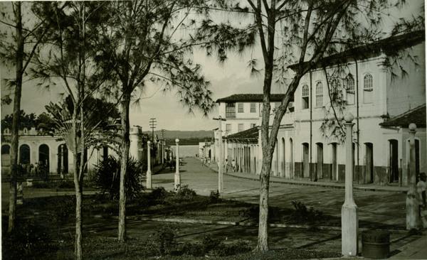 Praça da Bandeira : Taperoá, BA - 1957