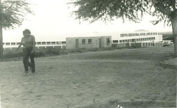 Centro Educacional Rafael Lopes de Araújo : Teofilândia, BA - [19--]
