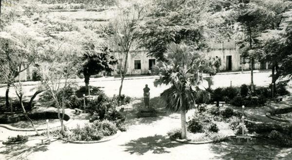 Praça Padre Antônio Tomás : Acaraú, CE - [19--]