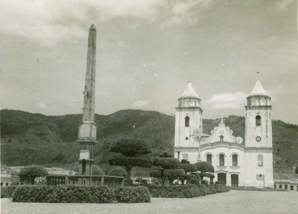 Igreja Matriz de Nossa Senhora da Palma : Praça da Matriz : Monumento Comemorativo do Centenário da Independência : Baturité, CE - [19--]