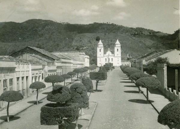 Avenida Proença : Igreja Matriz de Nossa Senhora da Palma : Baturité, CE - [19--]