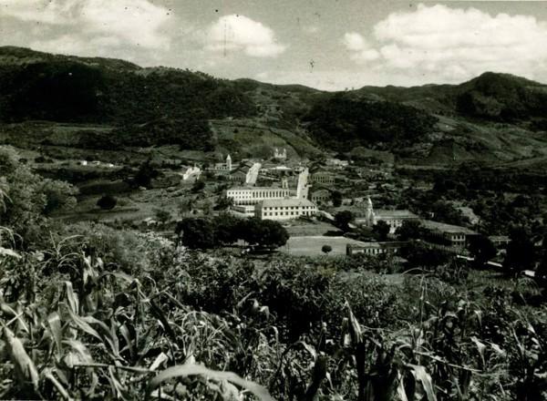Vista panorâmica da cidade : Ginásio Salesiano Domingos Sávio : Instituto Salesiano Nossa Senhora Auxiliadora : Baturité, CE - [19--]
