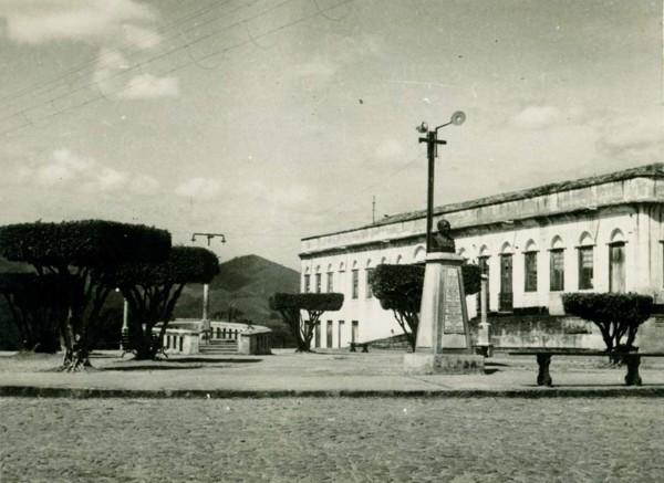 Praça Waldemar Falcão : Casarão do Dr. João Ramos Filho : Baturité, CE - [19--]