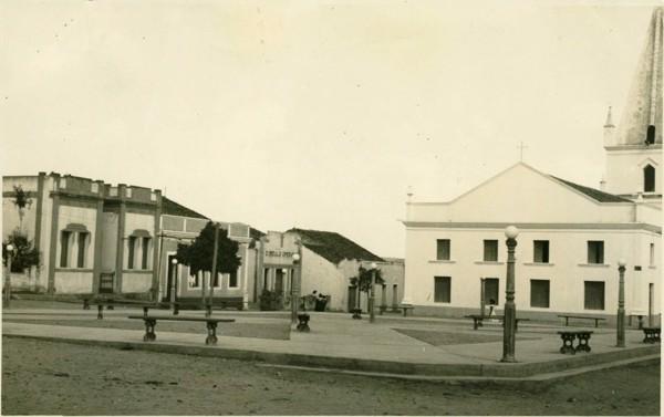 Praça Silvino : Solonópole, CE - [19--]