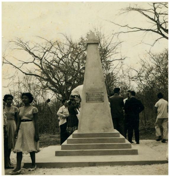 Obelisco do 1º Centenário de Capistrano de Abreu : Maranguape, CE - [19--]