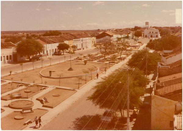 Praça da Juventude : Praça Joaquim Pimenta : Avenida Cel. Lourenço Feitosa : Igreja Matriz Nossa Senhora do Rosário : Tauá, CE - 1983