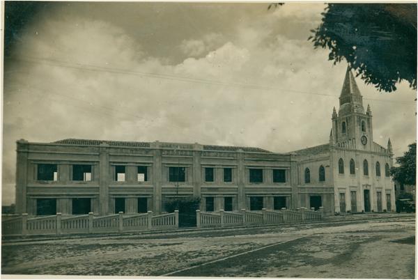 Instituto Sagrado Coração de Jesus : Igreja Sagrado Coração de Jesus : Quixadá, CE - 1949
