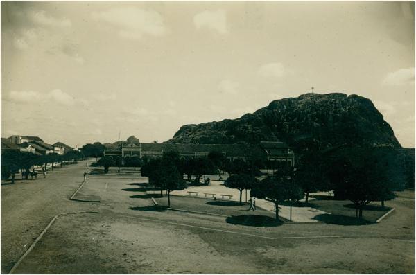 Praça José de Barros : Pedra do Cruzeiro : Quixadá, CE - [19--]