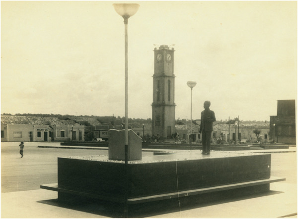 Monumento à Raimundo de Farias Brito : Coluna da Hora : São Benedito, CE - [19--]