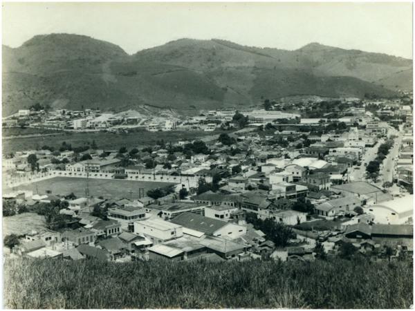 Vista panorâmica da cidade : Guaçuí, ES - [19--]