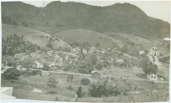 Vista panorâmica da cidade : Ibiraçu, ES - [19--]