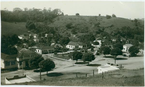 Vista panorâmica da cidade : Praça Jerônimo Monteiro : Iconha, ES - [19--]