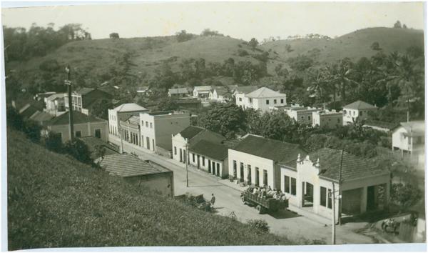 Rua Muniz Freire : vista panorâmica da cidade : Iconha, ES - [19--]