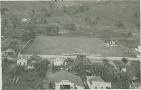 Estádio Nacional Futebol Clube : vista parcial da cidade : Itaguaçu, ES - [19--]