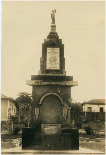 Monumento a São Sebastião : Bela Vista de Goiás, GO - [19--]