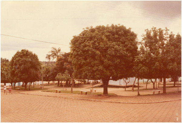 Praça : Cristianópolis, GO - 1983