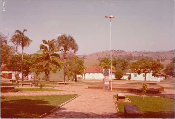 Praça Santa Cruz : Damolândia, GO - 1983