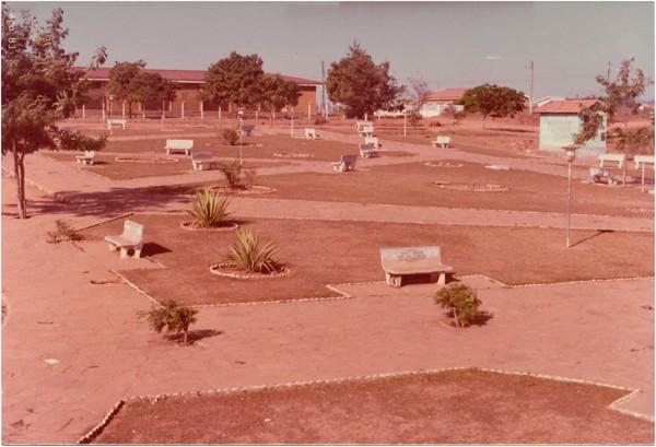 Praça das Mães : Formoso, GO - 1983