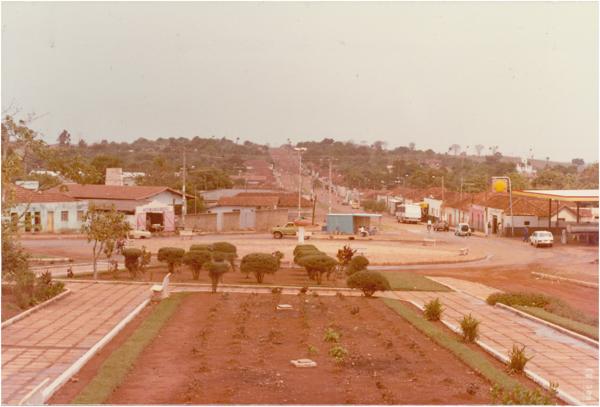 Praça 14 de Novembro : [vista parcial da cidade] : Goianápolis, GO - 1983