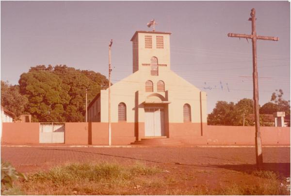 Igreja Matriz de Nossa Senhora da Abadia : Joviânia, GO - 1983