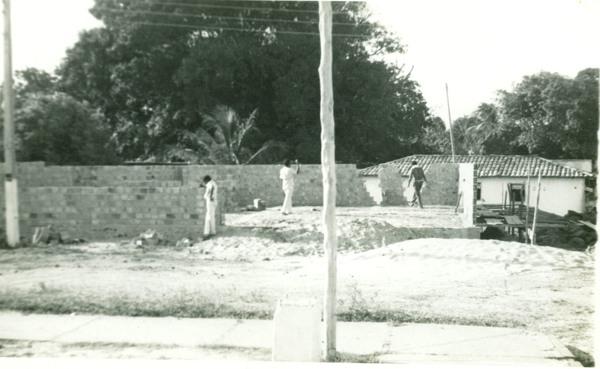 Escola Cenecista José Ribamar Ewerton em construção : Cedral, MA - [19--]