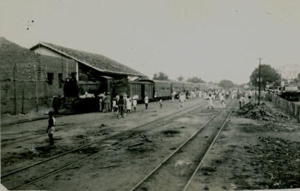 Avenida da Bandeira : Estação RFFSA : Coroatá, MA - [19--]