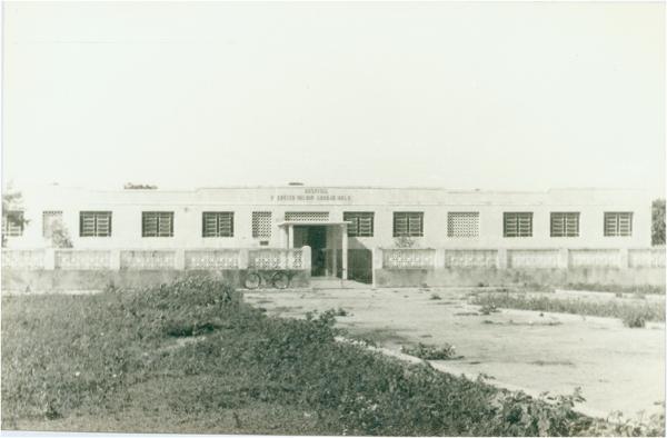 Hospital Prefeito Valdir Araújo Melo : Urbano Santos, MA - [19--]