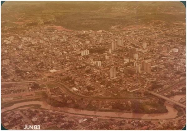 Vista aérea da cidade : Divinópolis, MG - 1983