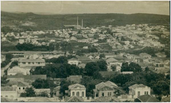 Vista panorâmica da cidade : Divinópolis, MG - [19--]