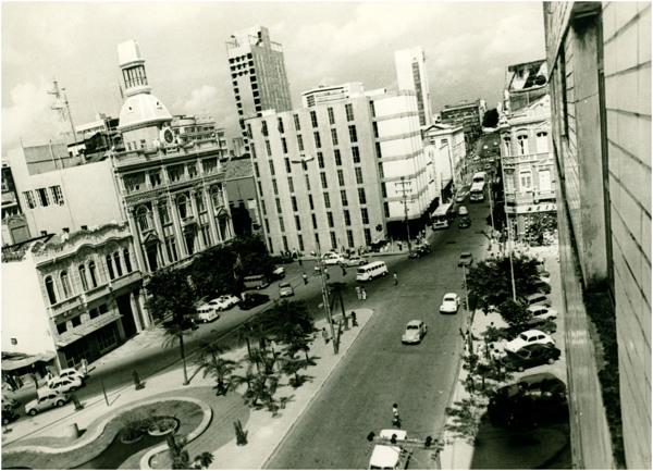 Praça da Independência : Diário de Pernambuco : Recife, PE - [19--]