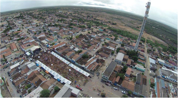 Vista [aérea] da cidade : [Praça de Eventos] : Inajá, PE - [2014]