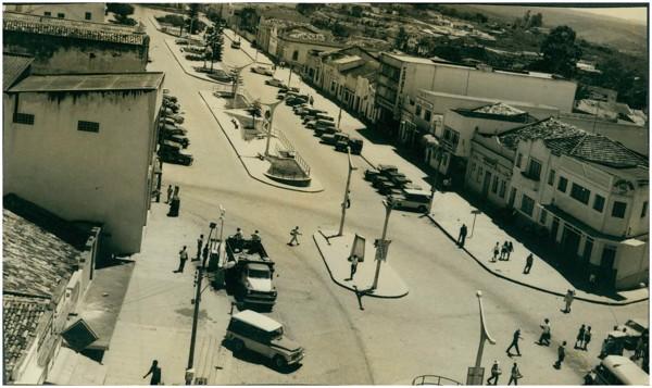 Avenida Santo Antônio : [vista panorâmica da cidade] : Garanhuns, PE - [19--]