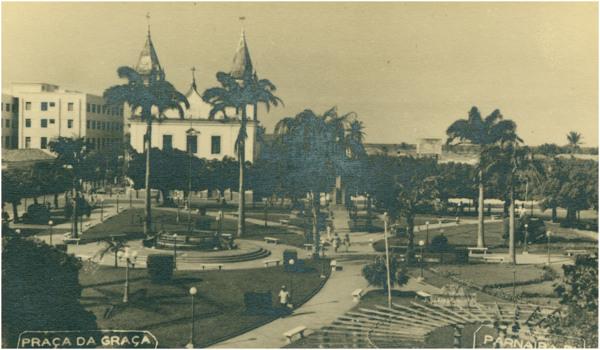 Praça da Graça : Associação Comercial de Parnaíba : Igreja Nossa Senhora das Graças : Parnaíba, PI - [19--]