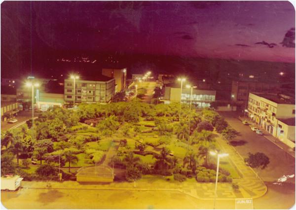 Praça Willy Barth : [vista panorâmica da cidade] : Toledo (PR) - 1983