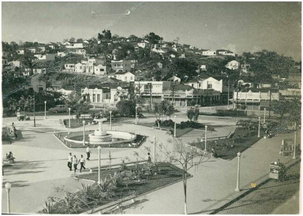 Praça Getúlio Vargas : [vista panorâmica da cidade] : São João de Meriti, RJ - [19--]
