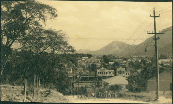 Rua Almirante Pederneiras : [vista panorâmica da cidade] : Nilópolis, RJ - [19--]