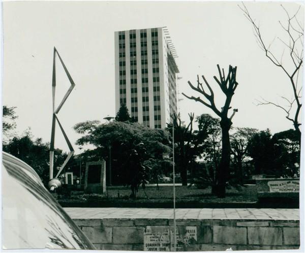 Praça Getúlio Vargas : Monumento IV Centenário : Guarulhos, SP - [19--]