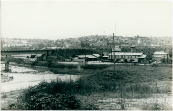 [Vista panorâmica da cidade : Rio Cotia] : Carapicuíba, SP - [19--]