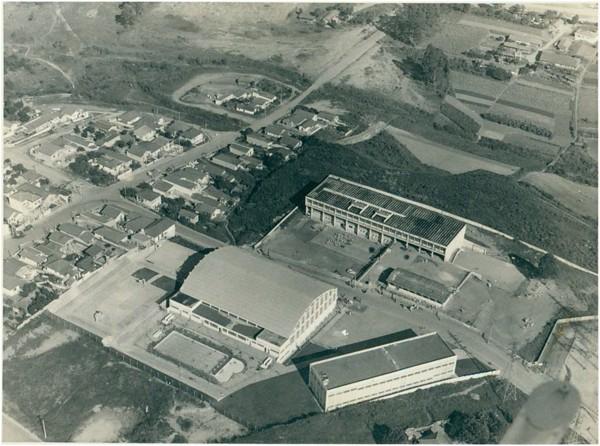 Vista aérea do Centro Cívico : Colégio Estadual Visconde de Mauá : [vista aérea da cidade] : Mauá, SP - 1972