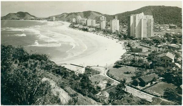 Morro da Campina : Praia das Pitangueiras : Guarujá, SP - [19--]