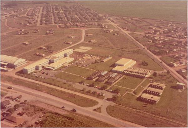 [Vista aérea da cidade] : Faculdade de Engenharia de Limeira : Limeira (SP) - 1976