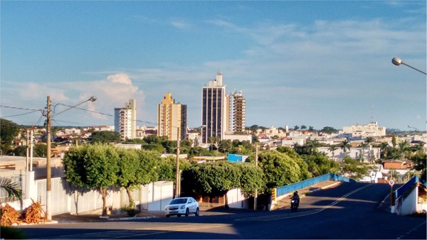 Viaduto Antônio Amaro : [vista panorâmica da cidade] : Jales, SP - 2016