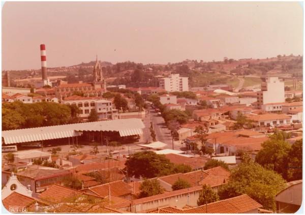 Vista [panorâmica da cidade : Terminal Rodoviário] : Valinhos, SP - 1981