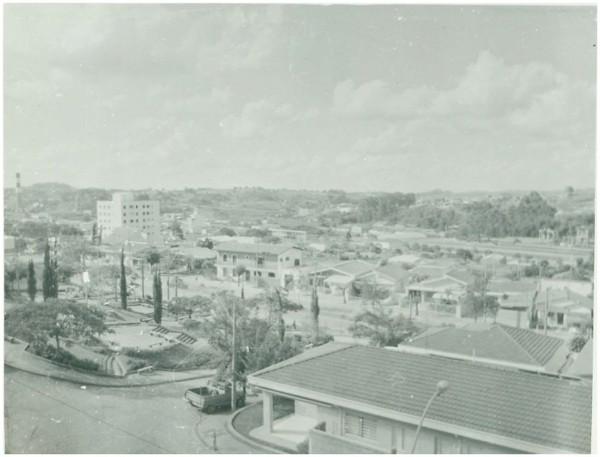 Vista [panorâmica] da cidade : Valinhos, SP - [19--]