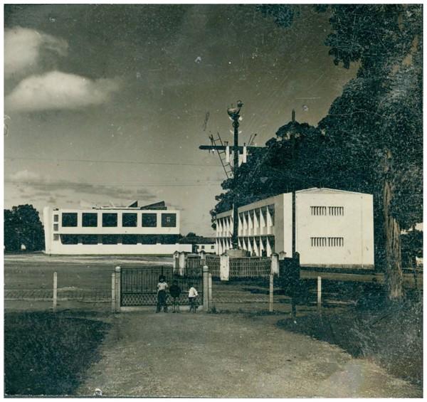 Santo Cruzeiro : [Prefeitura Municipal : vista parcial da cidade] : Atibaia, SP - [19--]