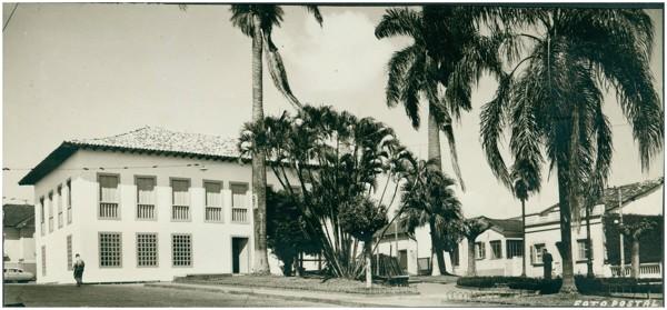 Praça Bento Paes : Museu [Municipal João Batista Conti] : Atibaia, SP - [19--]