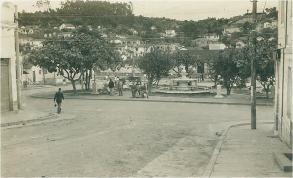 Jardim Público : [vista panorâmica da cidade] : Ferraz de Vasconcelos, SP - [19--]