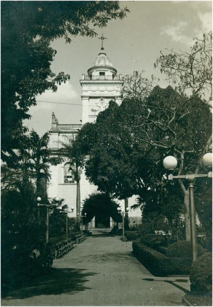 [Praça da Bandeira : Basílica Menor Nossa Senhora do Belém] : Itatiba (SP) - [19--]